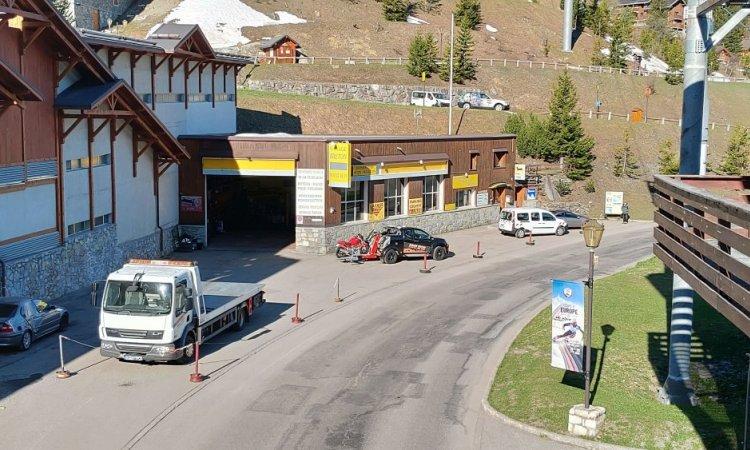 Garage Breton depuis passerelle skieur